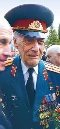 Arnold_Meri_kommunist_esonia.jpg